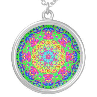 Ideia cor-de-rosa do presente da colar do pendente