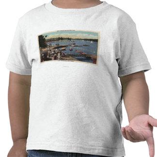 Ideia da aterragem do barco, banhando a angra t-shirts