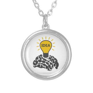 Ideia de um cérebro colar banhado a prata