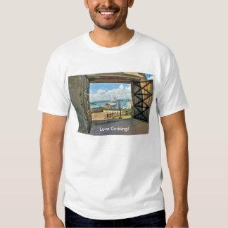Ideia dos estares abertos ao porto com navio de camiseta