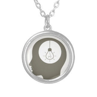 Ideia em uma cabeça colar banhado a prata