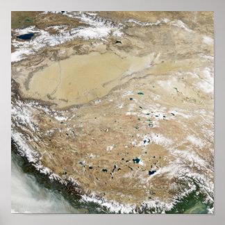Ideia satélite do platô tibetano pôsteres