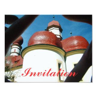 Igreja abobadada vermelha do telhado convite personalizados