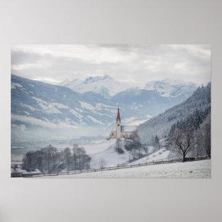 Igreja em Zillertal no poster do inverno