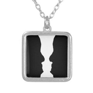Ilusão óptica do homem do vaso colar com pendente quadrado