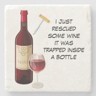 Ilustração da garrafa e do vidro de vinho porta-copo de pedra