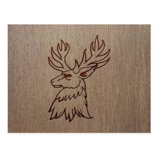 Ilustração do veado gravada no design de madeira cartão postal