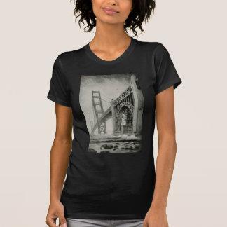 Ilustração do vintage de golden gate bridge camiseta