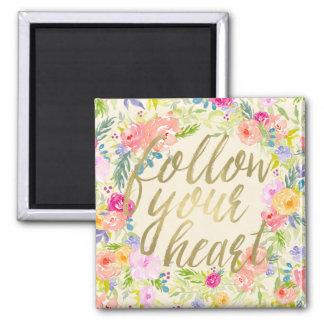 Imã A aguarela cor-de-rosa do pêssego floral segue seu