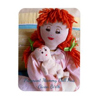 Ímã A boneca grávida das mamães deu o nascimento