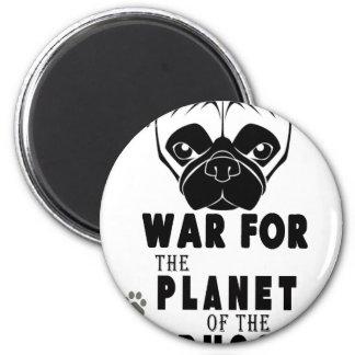 Imã a guerra para o planeta dos pugs refrigera o cão
