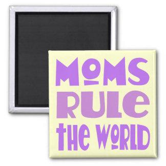Imã A mamã engraçada ordena o presente do ímã do mundo