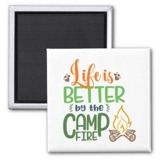 Imã A vida é melhor no fogo do acampamento