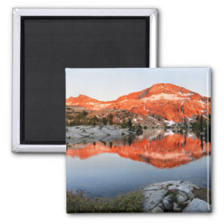 Imã Abaixe o por do sol do lago Ottoway - Yosemite