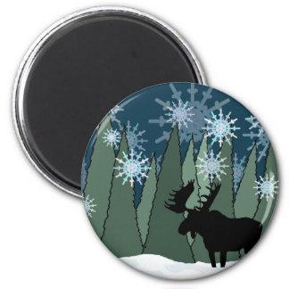 Imã Alces na floresta nevado
