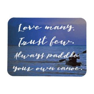Ímã Ame muitos. Confie poucos. Reme para possuir a