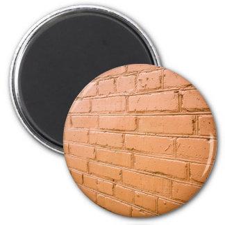 Imã Ângulo de vista na parede de tijolo vermelho