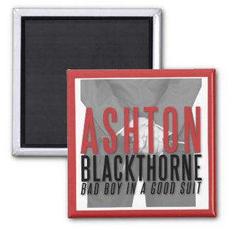 "Imã Ashton Blackthorne ""é-lhe atraído"" o ímã!"