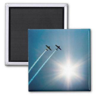 Imã Aviões que voam no céu azul com Sun.