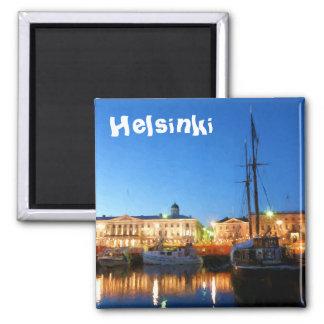 Imã Barcos no mercado de Helsínquia na noite