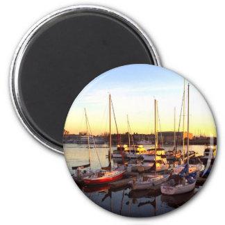 Imã Barcos no porto em Oakland, CA