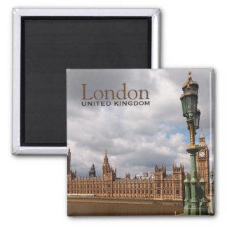 Imã Big Ben e o parlamento no ímã do texto de Londres