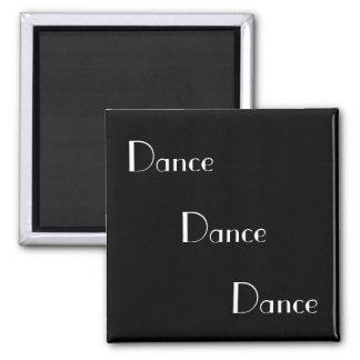 Imã Branco da dança da dança da dança no preto