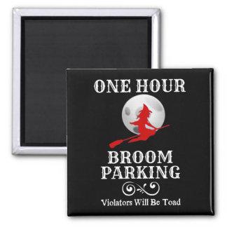 Imã Bruxa do Dia das Bruxas um estacionamento da