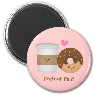 Imã Café bonito e rosquinha no amor, par perfeito