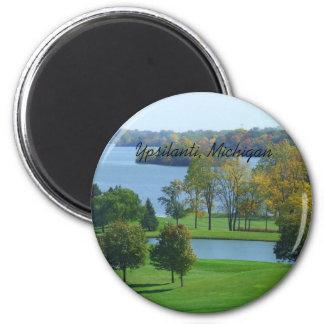 Imã Campo de golfe de Ypsilanti Michigan em árvores do