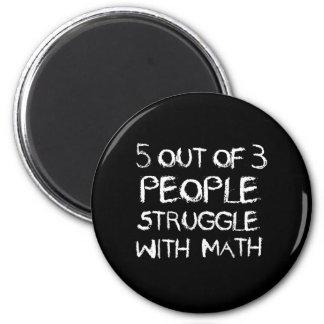 Imã Cinco de quatro pessoas do esforço com matemática