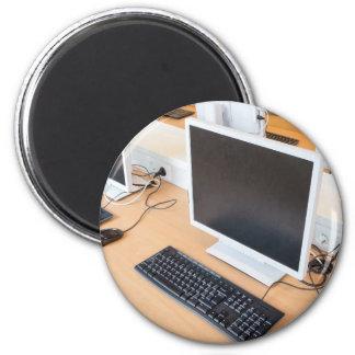Imã Computador de secretária na classe do computador