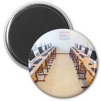 Imã Computadores na sala de aula da educação holandesa