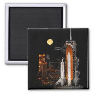Imã Descoberta e lua do vaivém espacial