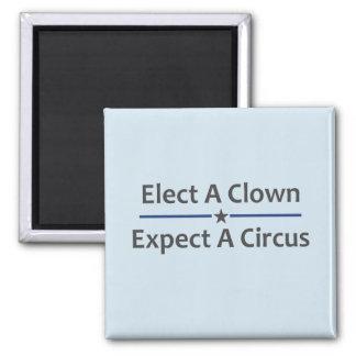 Imã Eleja um palhaço esperam um circo