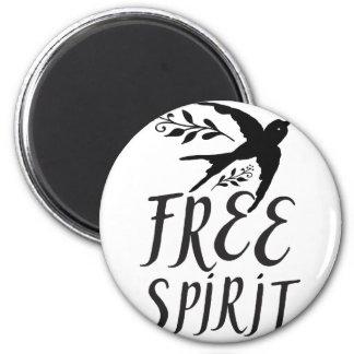 Imã espírito livre com o pássaro bonito da andorinha