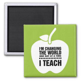 Imã Eu ensino. Ímãs de ensino do presente das citações
