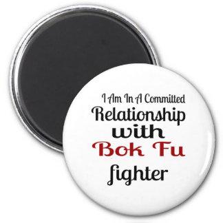 Imã Eu estou em uma relação cometida com luta de Bok