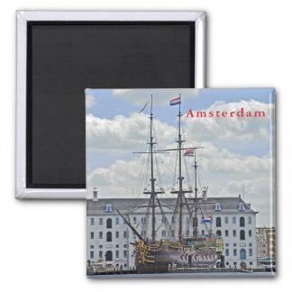 Imã Fragata naval, amarrada ao cais em Amsterdão