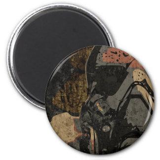 Imã Homem com máscara protetora na placa de metal