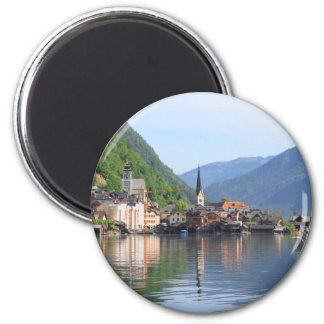 Imã ímã que mostra a cidade de Hallstatt e o lago,