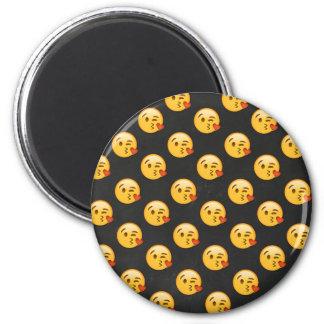 Imã Kissy enfrenta o amor Emoji
