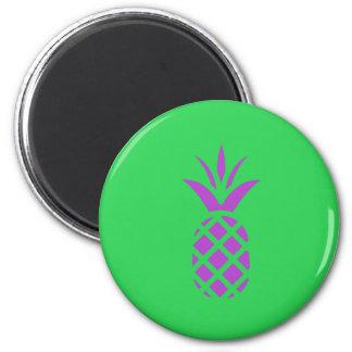 Imã Maçã roxa do pinho no verde
