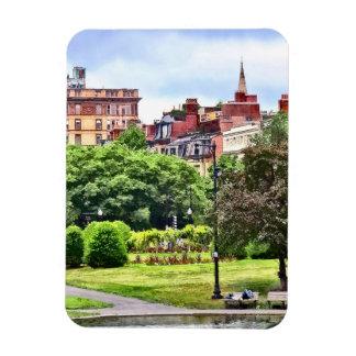 Ímã MÃES de Boston - relaxando no jardim público de