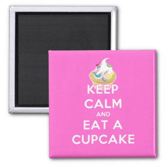 Imã Mantenha a calma e coma um cupcake