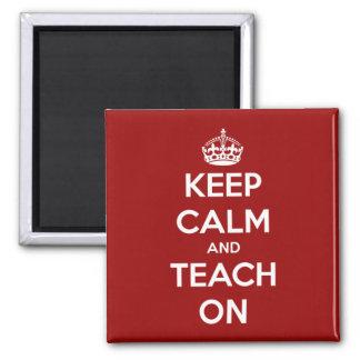 Imã Mantenha a calma e ensine-a no vermelho