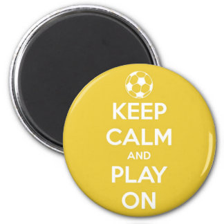 Imã Mantenha a calma e o jogo no ímã redondo amarelo