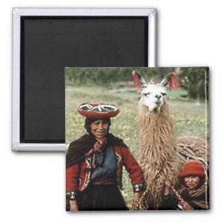 Imã Mulher Quechua com a foto de dois lamas