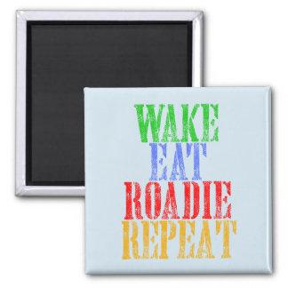 Imã O acordar come a repetição de ROADIE
