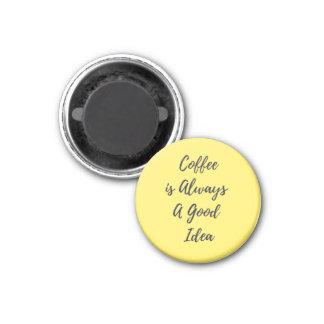Imã O café é sempre um bom amarelo do ímã da ideia